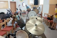 Kinder und Schlagzeug