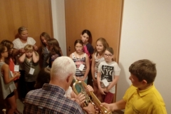 Kinder mit Trompete