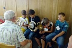 Kinder mit Blasinstrument