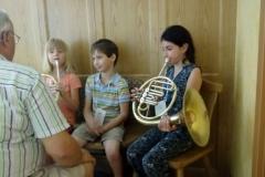 Kinder Instrumente ausprobieren